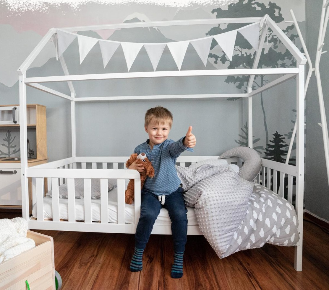 Alcube 'Heim' Hausbett 90 x 200 cm, Kiefer weiß, inkl. Rolllattenrost und Rausfallschutz Bild 1