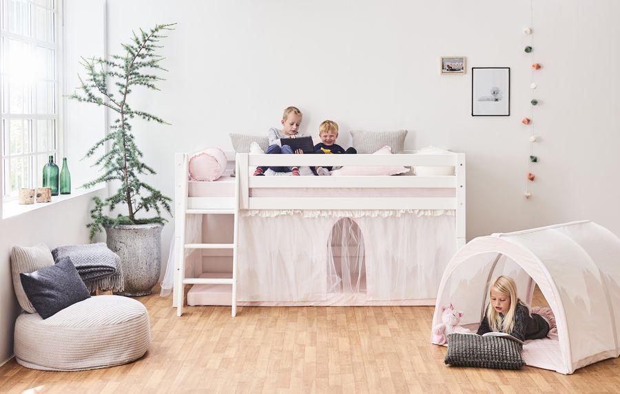 Hoppekids 'Premium' Halbhochbett weiß, inkl. Lattenrost, schräge Leiter Bild 1