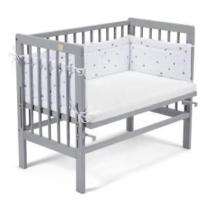 Fabimax 4687 'BASIC' Beistellbett grau, inkl. Matratze 'AIR' und Nestchen 'Sterne' grau auf weiß