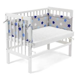 Fabimax 4601 'BASIC' Beistellbett weiß, inkl. Matratze 'CLASSIC' und Nestchen 'Sterne' blau auf grau