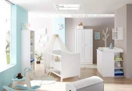 Ticaa 'Moritz' 4-tlg. Babyzimmer-Set Kiefer, weiß, aus Bett 70x140 cm, Wickelkommode inkl. Anstellregal, Kleiderschrank und Standregal