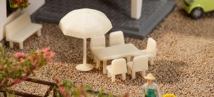 FALLER 272905 Tische, Stühle, Sonnenschirme