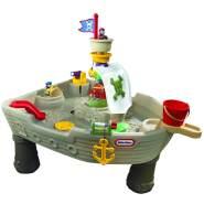 Little Tikes 'Anchors Away' Wasserspieltisch in Piratenschiff-Design, ab 18 Monaten, mit Wasserwerfer, zwei Figuren und einem Spritz-Hai, robust und stabil
